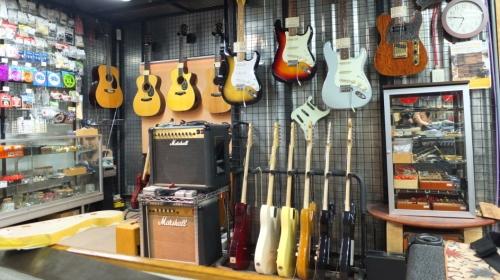 ギター工房 ヴァリアスルシアリー
